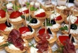 Направи сам своето меню! 25 бр. коктейлни хапки от един вид по избор, бонуси 50% отстъпка от сладките изкушения на Мечо Фууд Кетъринг - Снимка