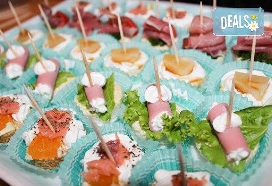 Направи сам своето меню! 25 бр. коктейлни хапки от един вид по избор, бонуси 50% отстъпка от сладките изкушения на Мечо Фууд Кетъринг - Снимка 8
