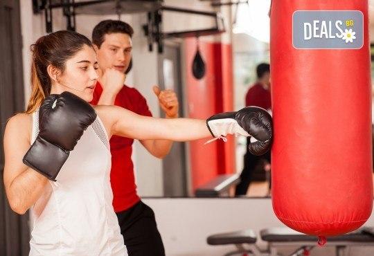 Сила и издръжливост! Пет тренировки по бокс и кикбокс за мъже, жени и деца на стадион Васил Левски в Боен клуб Левски - Снимка 1
