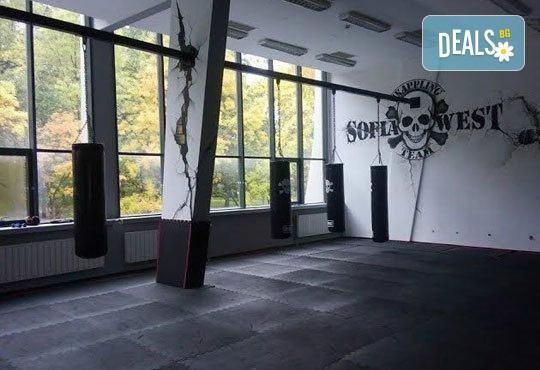 Сила и издръжливост! Пет тренировки по бокс и кикбокс за мъже, жени и деца на стадион Васил Левски в Боен клуб Левски - Снимка 7