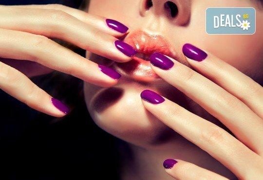 Красиви нокти! Изграждане на ноктопластика с гел SNB и маникюр с обикновен или гел лак в салон за красота Madonna - Снимка 4