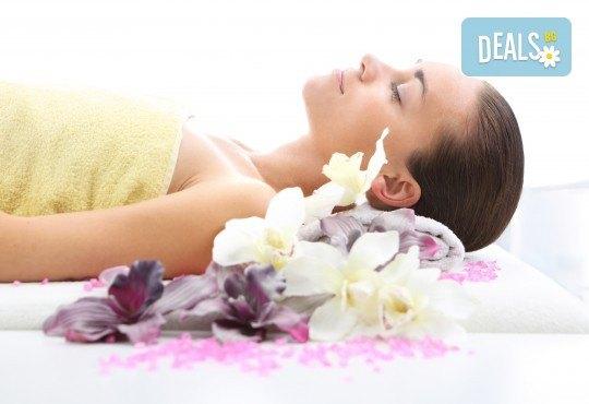 80-минутна СПА терапия Хаваи - масаж на цяло тяло и глава с ванилия и бергамонт, рефлексотерапия на стъпала и длани и масажно ексфолиране на цялото тяло с ванилови соли и шеа в Wellness Center Ganesha Club - Снимка 3