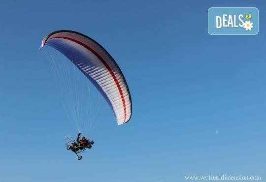 Адреналин! Тандемен полет с двуместен моторен парапланер близо до София и HD видеозаснемане от клуб Vertical Dimension - Снимка 10