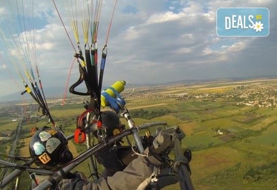 Адреналин! Тандемен полет с двуместен моторен парапланер близо до София и HD видеозаснемане от клуб Vertical Dimension - Снимка 6