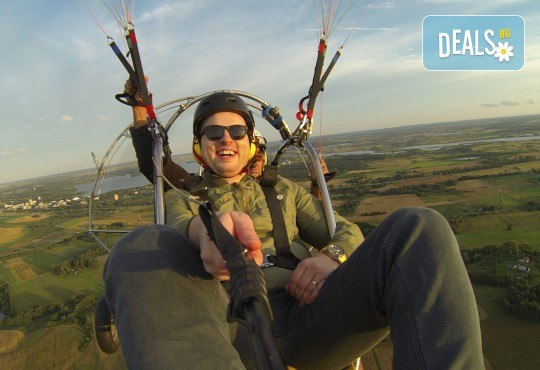 Адреналин! Тандемен полет с двуместен моторен парапланер близо до София и HD видеозаснемане от клуб Vertical Dimension - Снимка 3