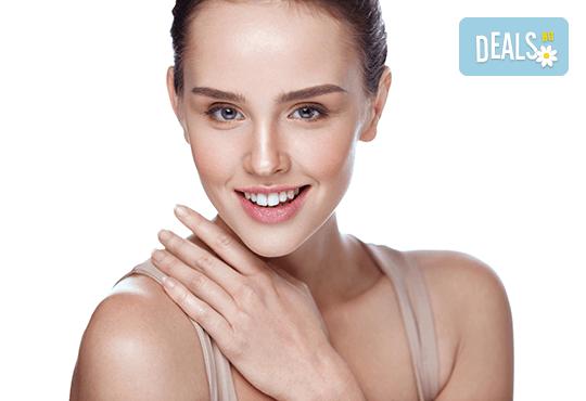 Триполярен RF лифтинг на цяло лице и околоочен контур за хидратация и еластичност на кожата в салон Женско царство в Центъра или в Студентски град - Снимка 1