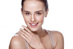 Триполярен RF лифтинг на цяло лице и околоочен контур за хидратация и еластичност на кожата в салон Женско царство в Центъра или в Студентски град - Снимка