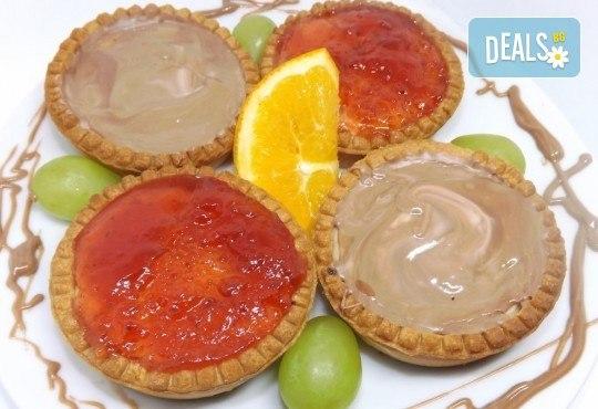 За вашия повод! 30 мини чийзкейкчета с течен шоколад или плодово сладко от Кетърингхапки.com - Снимка 2
