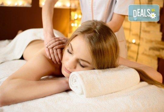 45-минутен лечебен и болкоуспокояващ масаж на гръб в салон за красота Слънчев ден - Снимка 1