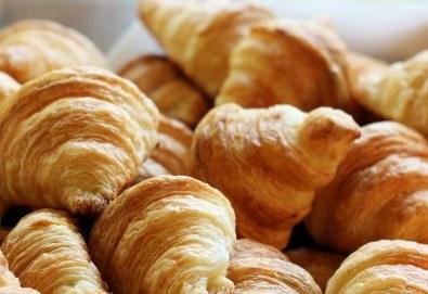 Апетитно предложение! 30 броя френски мини кроасанчета с масло от Кетърингхапки.com - Снимка