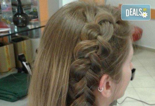 Боядисване с боя на клиента, подстригване, масажно измиване, кератинова терапия с продукти на Brave new hair и оформяне със сешоар в салон Феникс - Снимка 6
