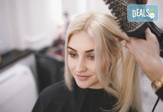 Подстригване, масажно измиване и кератинова терапия с професионалните продукти на Brave new hair и оформяне със сешоар в салон за красота Феникс - Снимка 2