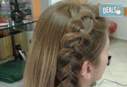 Подстригване, масажно измиване и кератинова терапия с професионалните продукти на Brave new hair и оформяне със сешоар в салон за красота Феникс - Снимка 5