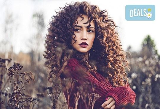 Впечатлете с нова визия! Трайно спираловидно къдрене с безамонячен къдрин в Салон за красота Madonna - Снимка 1