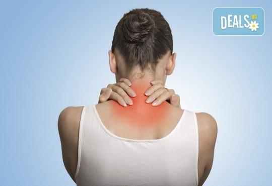 Преглед при кинезитерапевт, лечебен масаж при гръбначни изкривявания + лазерна терапия или инверсионна терапия в Samadhi - Снимка 1