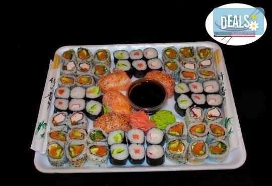 Изгодно предложение! 60 суши хапки с пушена сьомга, филаделфия и херинга от Sushi Market - Снимка 1