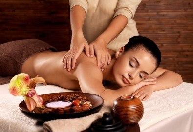 СПА пакет Релакс! 60-минутен релаксиращ масаж на цяло тяло, пилинг на гръб, масаж на глава и лице и бонус: масаж на ходила в Женско Царство - Снимка
