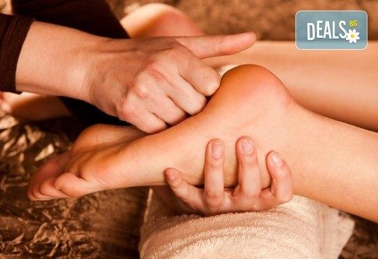 СПА пакет Релакс! 60-минутен релаксиращ масаж на цяло тяло, пилинг на гръб, масаж на глава и лице и бонус: масаж на ходила в Женско Царство - Снимка 4