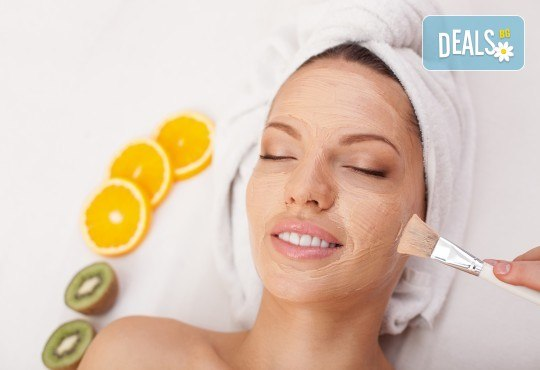 Диамантено микродермабразио на лице, шия и деколте + ензимен пилинг, ревитализиращ серум и кислородна маска в Женско Царство в Студентски град или в Центъра - Снимка 1