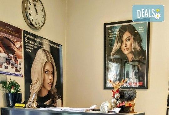 Подмладяващ масаж 3 в 1 на лице, деколте и шия + маска с колаген и водорасли и линфодренаж в студио за красота Нова - Снимка 8