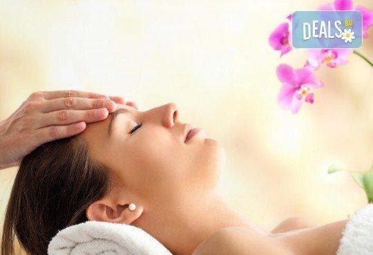 Подмладяващ масаж 3 в 1 на лице, деколте и шия + маска с колаген и водорасли и линфодренаж в студио за красота Нова - Снимка 2