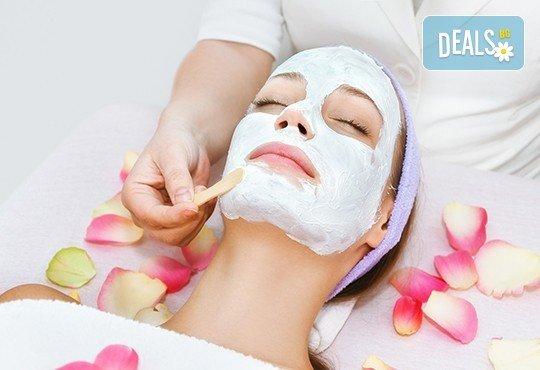 Подмладяващ масаж 3 в 1 на лице, деколте и шия + маска с колаген и водорасли и линфодренаж в студио за красота Нова - Снимка 4