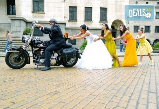 Фото и видеозаснемане на сватбено тържество с включени арт фотосесия, видеоклип, монтаж и подарък: флашка с гравиран надпис по избор от New Line Production - Снимка 14
