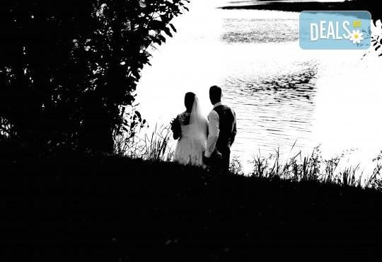 Фото и видеозаснемане на сватбено тържество с включени арт фотосесия, видеоклип, монтаж и подарък: флашка с гравиран надпис по избор от New Line Production - Снимка 16