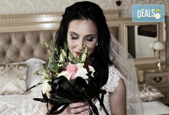 Фото и видеозаснемане на сватбено тържество с включени арт фотосесия, видеоклип, монтаж и подарък: флашка с гравиран надпис по избор от New Line Production - Снимка 18