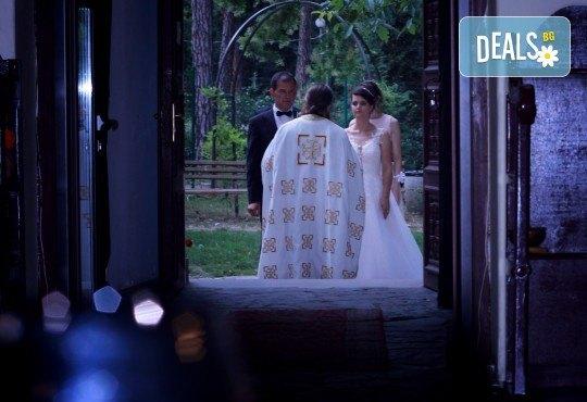 Фото и видеозаснемане на сватбено тържество с включени арт фотосесия, видеоклип, монтаж и подарък: флашка с гравиран надпис по избор от New Line Production - Снимка 4