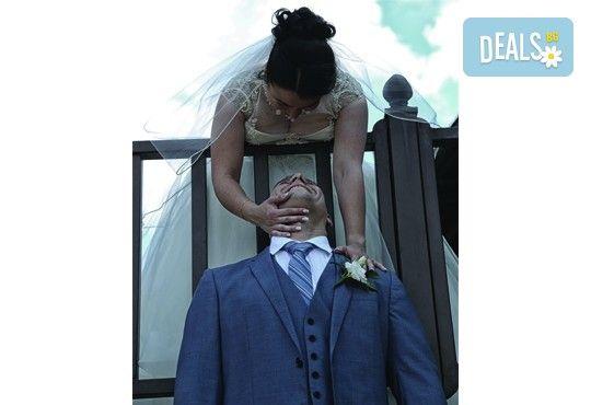 Фото и видеозаснемане на сватбено тържество с включени арт фотосесия, видеоклип, монтаж и подарък: флашка с гравиран надпис по избор от New Line Production - Снимка 23