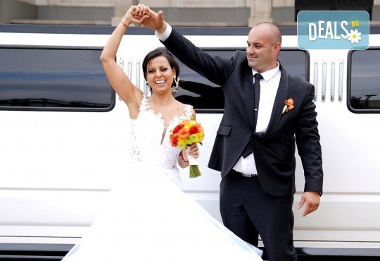 Фото и видеозаснемане на сватбено тържество с включени арт фотосесия, видеоклип, монтаж и подарък: флашка с гравиран надпис по избор от New Line Production - Снимка 1