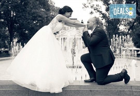Фото и видеозаснемане на сватбено тържество с включени арт фотосесия, видеоклип, монтаж и подарък: флашка с гравиран надпис по избор от New Line Production - Снимка 9