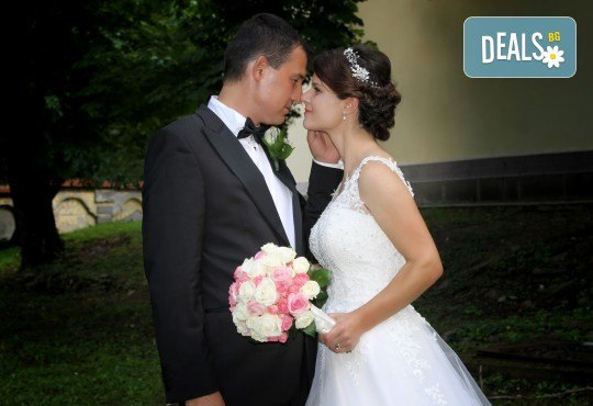 Фото и видеозаснемане на сватбено тържество, арт фотосесия и клип от