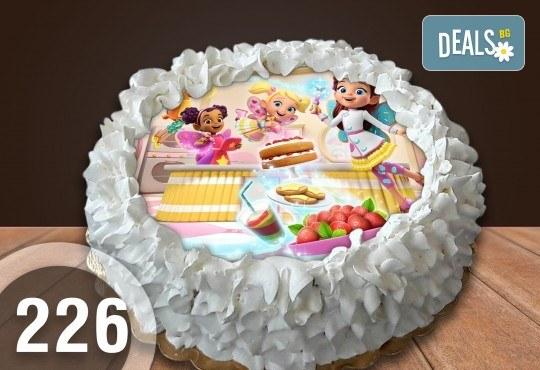 С доставка през април, май и юни! Детска торта с 12 парчета с крем и какаови блатове + детска снимка или снимка на клиента, от Сладкарница Джорджо Джани - Снимка 34