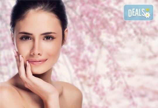 Дълбоко почистване на лице плюс оформяне на вежди в Студио Secret