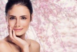 Красива и здрава кожа! Дълбоко почистване на лице в 11 стъпки и оформяне на вежди в Студио за красота Secret Vision - Снимка