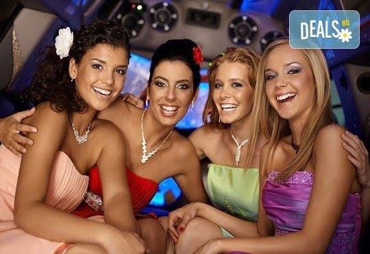 Рожден ден в период на криза! Единственото място за парти: лимузина с личен шофьор, бутилка вино и луксозни чаши от San Diego Limousines - Снимка 5