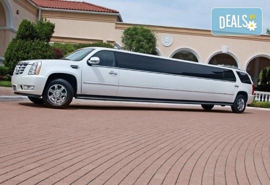 Рожден ден в период на криза! Единственото място за парти: лимузина с личен шофьор, бутилка вино и луксозни чаши от San Diego Limousines - Снимка 14