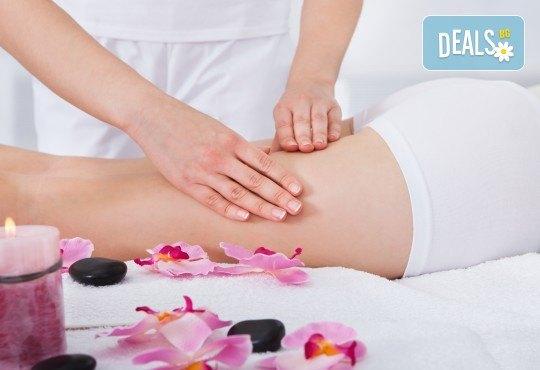 Мощна 80-минутна антицелулитна моделираща терапия - ръчен масаж, кавитация или RF по избор с иновативна гипс маска + терапия ръце в Салон за красота Вили - Снимка 1