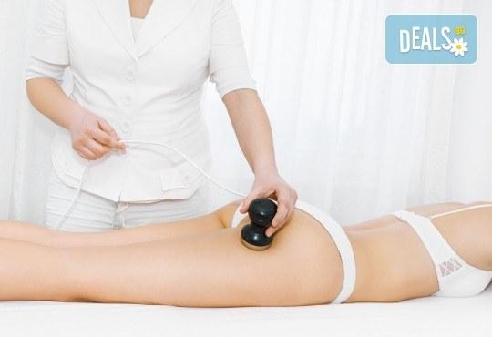 80-минутна антицелулитна моделираща терапия - ръчен масаж, кавитация или RF по избор с иновативна гипс маска + терапия ръце в Салон за красота Вили - Снимка 2