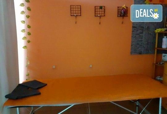 Сбогувайте се с портокаловата кожа! Мануален антицелулитен масаж със загряващи антицелулитни масла на зона по избор - 1 или 5 процедури от Mery Relax - Снимка 4
