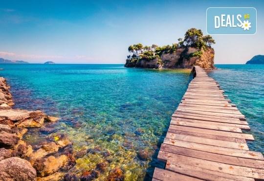 Лятна почивка на остров Закинтос: 5 нощувки със закуски и вечери, транспорт
