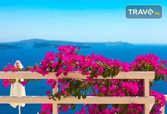 Романтична почивка през лятото на остров Санторини! 4 нощувки със закуски в хотел 2*+/3*, транспорт и водач - Снимка 9