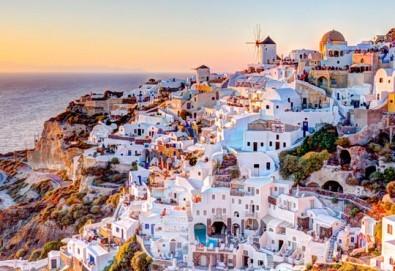 Романтична почивка през лятото на остров Санторини! 4 нощувки със закуски в хотел 2*+/3*, транспорт и водач - Снимка