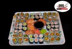 Изгодно предложение! 60 суши хапки с пушена сьомга, филаделфия и херинга от Sushi Market - Снимка
