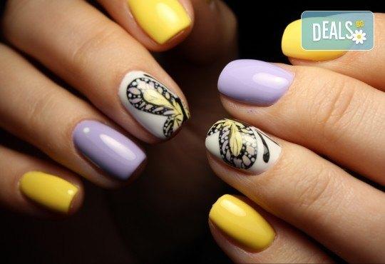 Пролетни цветове! Класически или френски маникюр с гел лак Bluesky и 2 декорации в салон за красота Diva - Снимка 1