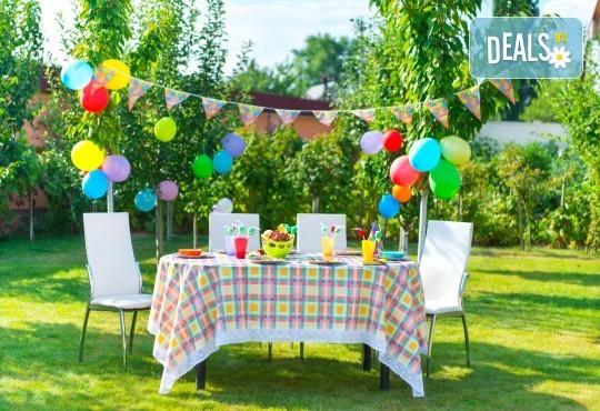 Детски рожден ден на открито за до 30 гости с вкусни хапки, свежа лимонада, празнични чашки и чинийки oт Кулинарна работилница Деличи - Снимка 2