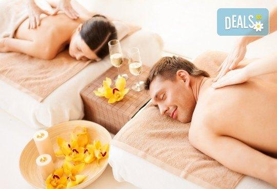 90 минути Любовен елексир! Синхронен масаж за двама с вана, масло от ягоди и шампанско, цветна романтика и комплимент бяло вино Шардоне от Senses Massage & Recreation - Снимка 1