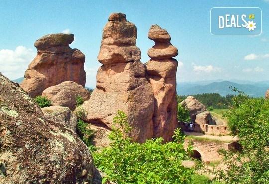 Еднодневна екскурзия на 11 юли (събота) до Белоградчишките скали, пещерата Магурата и крепостта Калето с транспорт и екскурзовод от туроператор Поход - Снимка 1